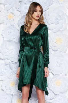 Rochie StarShinerS verde de party cu croi larg din material satinat accesorizata cu cordon