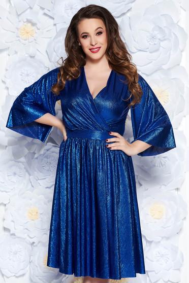 Rochie StarShinerS albastra de ocazie in clos din material lucios captusita pe interior cu decolteu in v