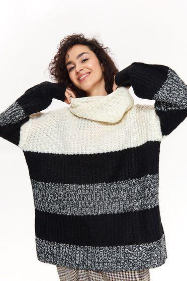 Pulover Top Secret negru casual cu croi larg pe gat din material tricotat