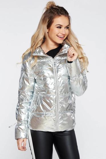 Geaca Top Secret argintie casual din fas cu aspect metalic din material matlasat