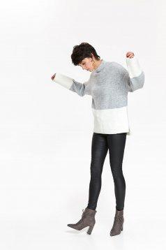 Pulover Top Secret gri pe gat cu croi larg din material tricotat