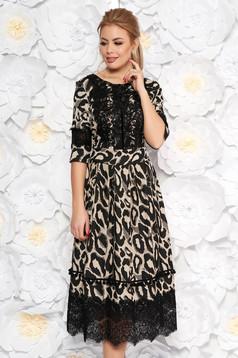 Rochie neagra de zi midi in clos din material elastic cu aplicatii de dantela accesorizata cu cordon