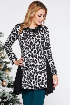 Bluza dama LaDonna neagra eleganta asimetrica cu croi larg din material usor elastic cu maneca lunga