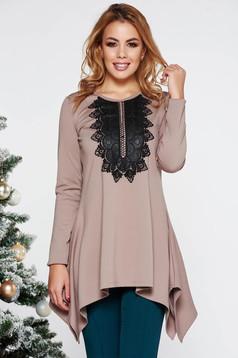 Bluza dama LaDonna crem eleganta asimetrica cu croi larg din material usor elastic cu insertii de broderie