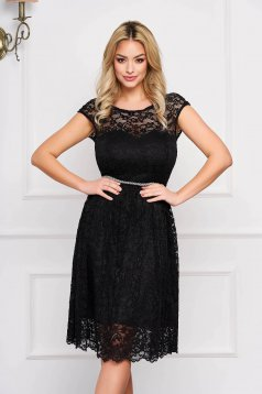 StarShinerS black elegant cloche dress from laced fabric with inside lining accessorized with tied waistband
