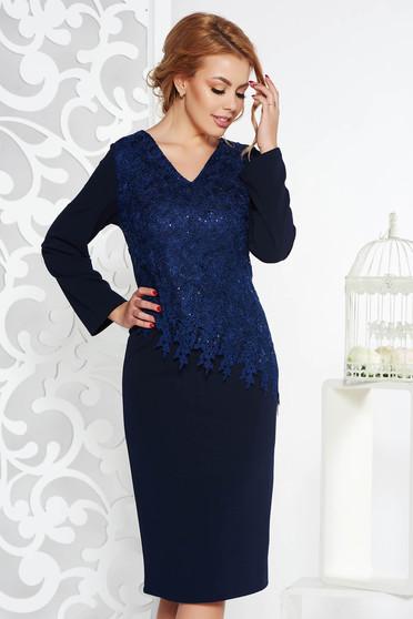 Rochie albastra-inchis de ocazie midi tip creion din material elastic cu aplicatii cu paiete