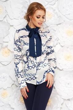 Bluza dama PrettyGirl alba office cu croi larg din material satinat cu imprimeuri grafice cu guler tip esarfa