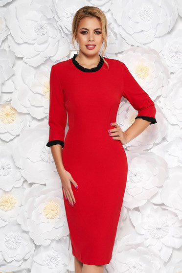 Rochie StarShinerS rosie office midi cu un croi mulat din stofa usor elastica cu volanase