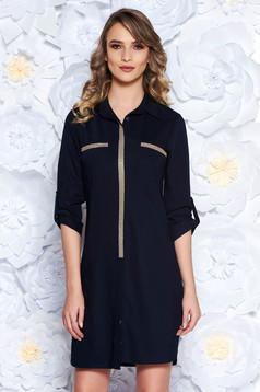 Rochie albastra-inchis casual cu un croi drept din material usor elastic cu aplicatii stralucitoare