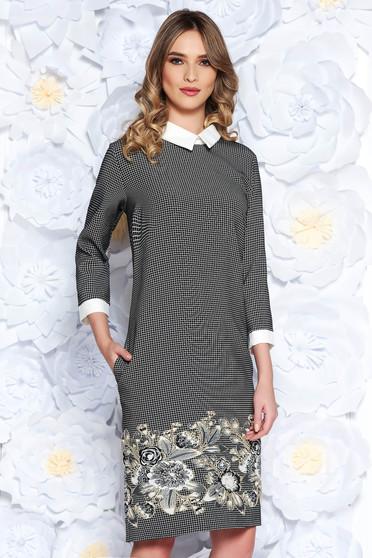 Rochie neagra office cu un croi drept din material usor elastic cu guler