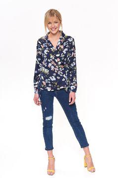 Bluza dama Top Secret albastra-inchis casual cu croi larg cu decolteu in v din material satinat cu imprimeuri florale
