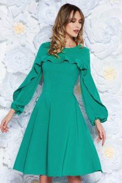 Rochie LaDonna verde eleganta in clos din stofa usor elastica captusita pe interior cu volanase