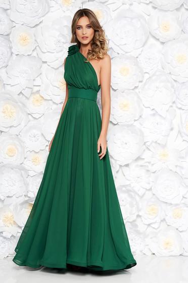 Rochie Ana Radu verde de lux in clos din voal pe umar accesorizata cu cordon cu aplicatii florale