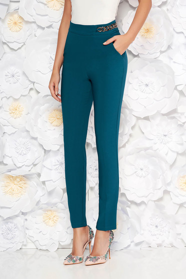Pantaloni PrettyGirl verde inchis eleganti conici cu talie inalta din stofa usor elastica accesorizat cu lant metalic