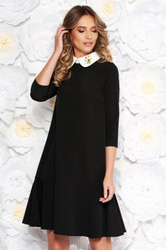 Rochie StarShinerS neagra eleganta cu croi larg din stofa usor elastica cu guler rotunjit brodat