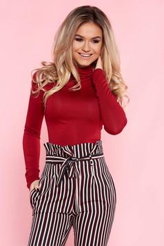 Bluza dama rosie casual cu un croi mulat pe gat din material subtire cu maneci lungi