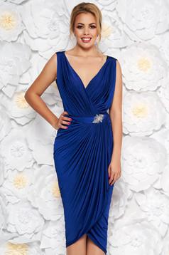 Rochie albastra de ocazie petrecuta cu un croi mulat din material subtire accesorizata cu pietre stras