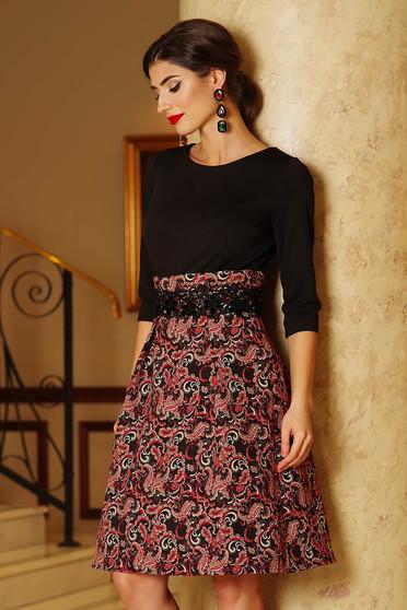 Rochie Artista neagra eleganta in clos din jaquard cu maneci trei-sferturi