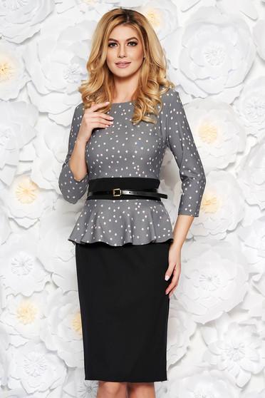 Rochie gri eleganta tip creion cu peplum din stofa usor elastica cu accesoriu tip curea