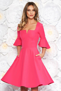 Rochie StarShinerS roz office midi in clos din material fin la atingere cu volanase la maneca