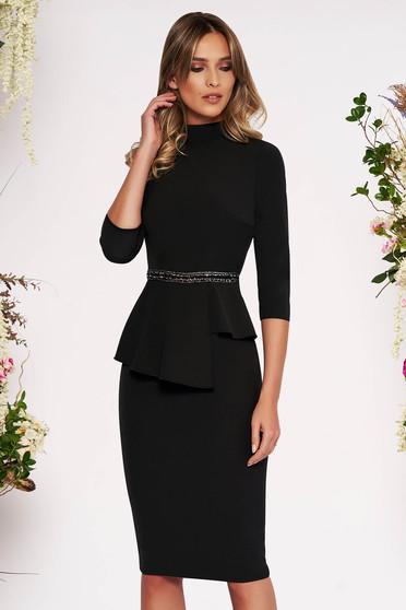 Rochie neagra eleganta midi tip creion din stofa subtire usor elastica cu peplum