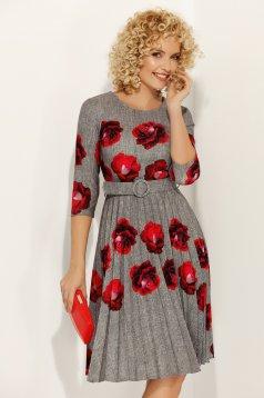 Rochie Fofy gri eleganta in clos plisata cu imprimeuri florale accesorizata cu cordon