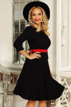 Rochie Fofy neagra eleganta in clos din stofa usor elastica plisata accesorizata cu cordon