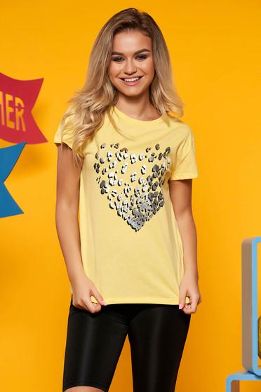Tricou Top Secret galben casual cu croi larg din bumbac usor elastic cu aplicatii metalice