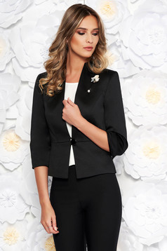 Sacou negru elegant cu un croi cambrat din material satinat captusit pe interior accesorizat cu brosa