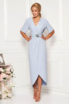 Rochie albastra-deschis eleganta cu un croi mulat din material usor elastic cu paiete si accesoriu tip curea