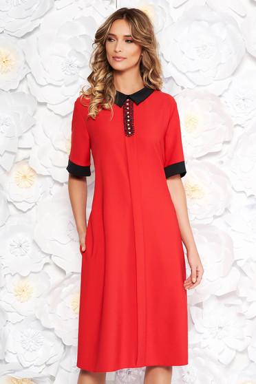 Rochie rosie eleganta midi cu croi larg din material fin la atingere cu aplicatii cu margele cu buzunare