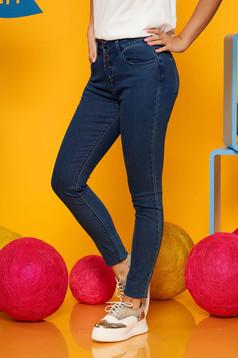 Blugi Top Secret albastri-inchis casual skinny cu talie medie din bumbac usor elastic cu buzunare