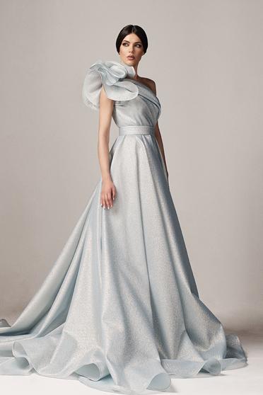 Rochie Ana Radu albastra-deschis de lux in clos din material neelastic cu aspect metalic captusita pe interior cu volanase