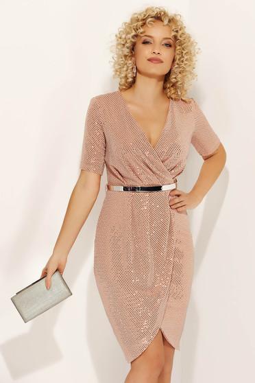 Rochie Fofy rosa de ocazie petrecuta din material lucios cu accesoriu tip curea