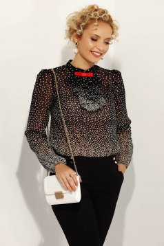 Bluza dama Fofy neagra eleganta cu croi larg din material vaporos accesorizata cu brosa