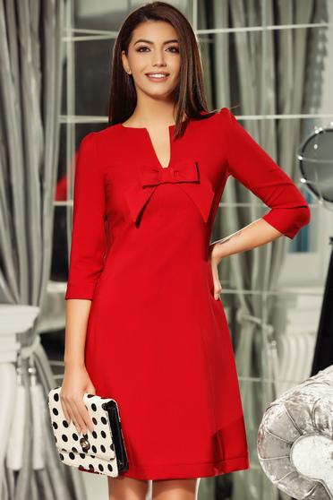 Rochie Fofy rosie eleganta din stofa neelastica cu decolteu in v accesorizata cu o fundita