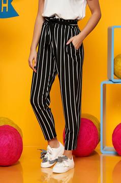 Pantaloni Top Secret negri casual cu talie inalta din material subtire cu dungi accesorizati cu cordon