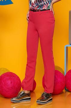 Pantaloni Top Secret roz-inchis eleganti cu un croi drept cu talie medie cu accesoriu tip curea din stofa usor elastica