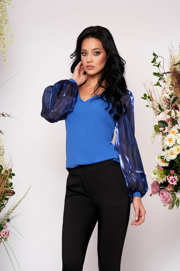 Bluza dama StarShinerS albastra de ocazie cu un croi mulat cu decolteu in v si maneci transparente