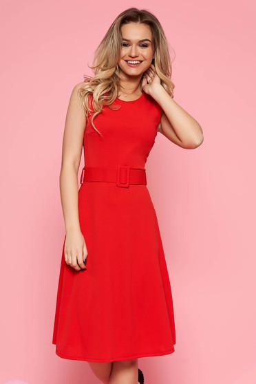 Rochie SunShine rosie de zi din material elastic fara maneci croi in clos cu accesoriu tip curea