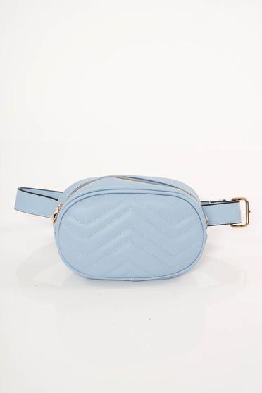 Geanta dama albastra-deschis casual din piele ecologica cu accesoriu tip curea