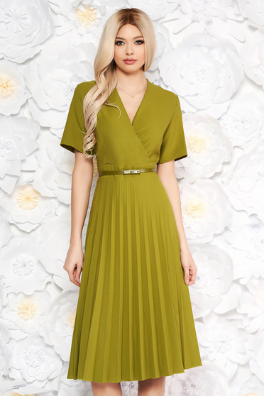 Rochie verde cu pliuri de material cu decolteu in v croi in clos