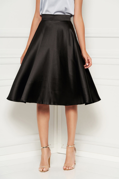 Fusta StarShinerS neagra eleganta in clos cu talie inalta din satin