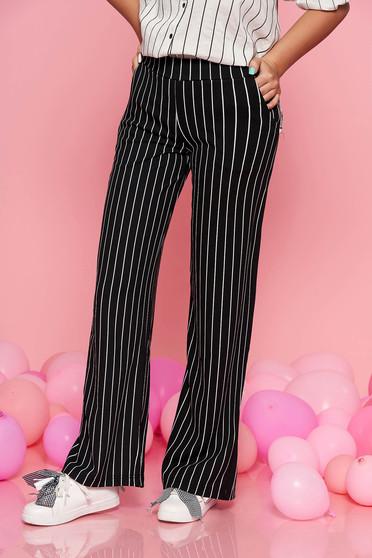 Pantaloni Top Secret negri evazati cu talie medie din material usor elastic cu dungi