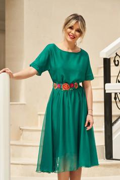 Rochie StarShinerS verde de ocazie in clos cu elastic in talie accesorizata cu cordon