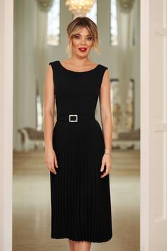 Rochie StarShinerS neagra eleganta plisata fara maneci accesorizata cu cordon accesorizata cu pietre stras