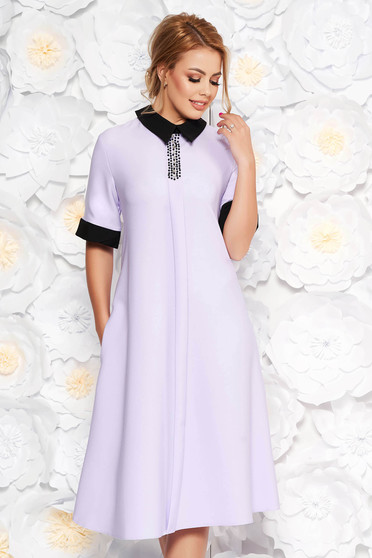 Rochie lila eleganta midi cu croi larg din material fin la atingere cu aplicatii cu margele cu buzunare
