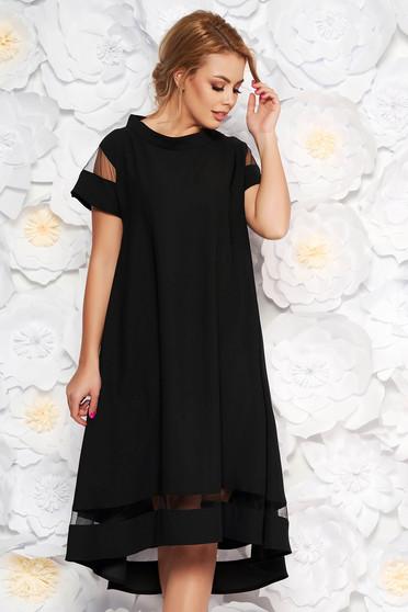 Rochie neagra eleganta cu croi larg asimetrica din material subtire cu maneci scurte