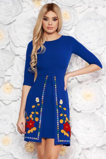 Rochie SunShine albastra de zi cu croi in A din material usor elastic cu insertii de broderie