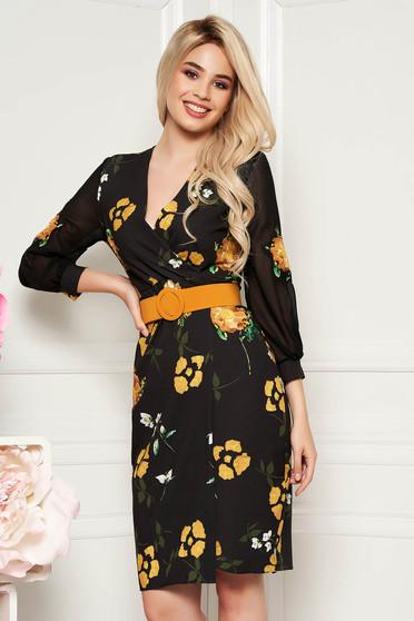 Rochie PrettyGirl neagra cu flori mustarii eleganta midi tip creion din stofa subtire usor elastica cu accesoriu tip curea